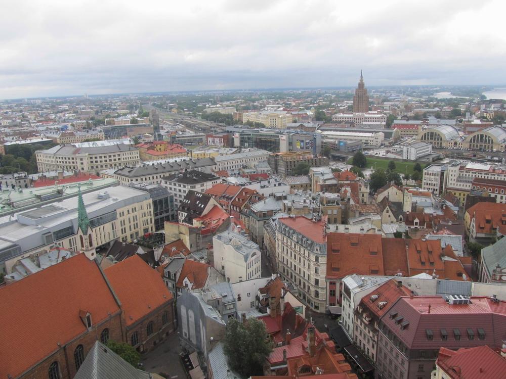 Riga: місто з висоти оглядового майданчика церкви Святого Петра