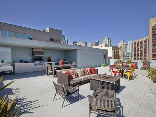 600x450xSF-Penthouse-Loft-15-1-Kindesign_jpg_pagespeed_ic_Y3ptiPN2R4