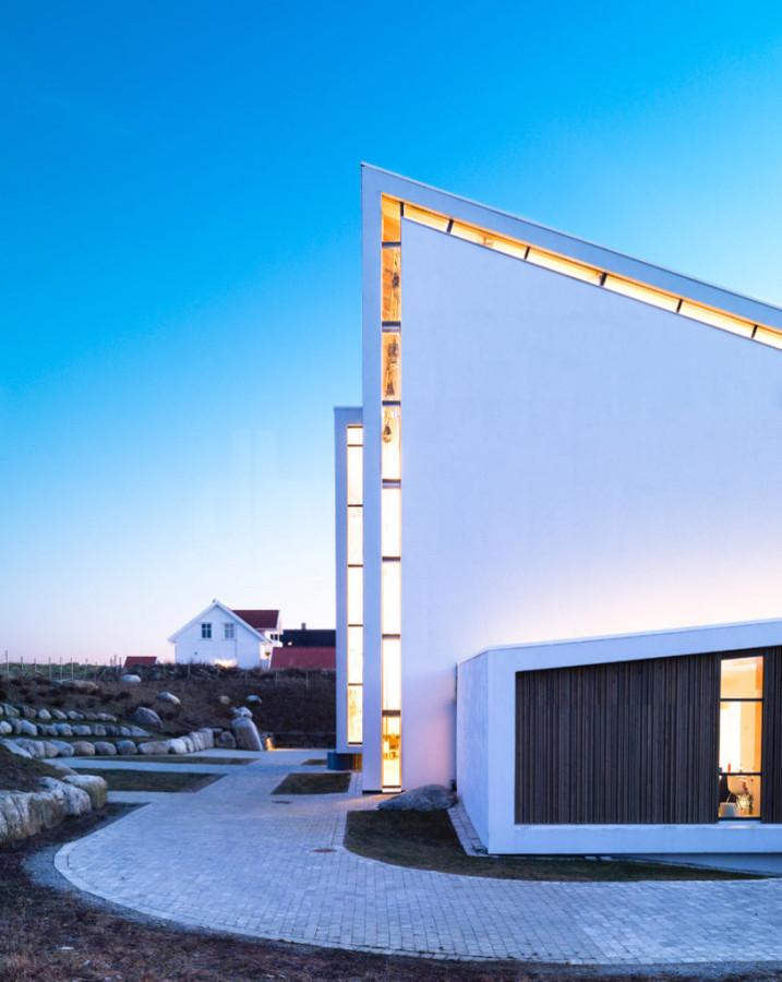 exterior-Froeyland-orstad-church-816x1024