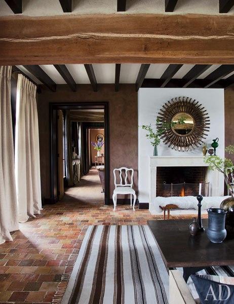 item2.rendition.slideshowWideVertical.virginie-jean-louis-deniot-french-farmhouse-05-living-room