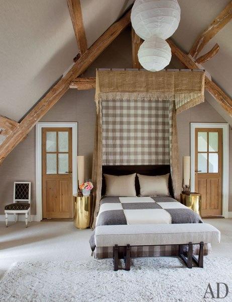 item6.rendition.slideshowWideVertical.virginie-jean-louis-deniot-french-farmhouse-09-master-bedroom