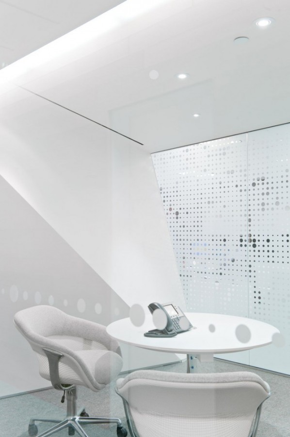 51a83134b3fc4b10be000406_polar-securities-office-maclennan-jaunkalns-miller-architects_08-665x1000