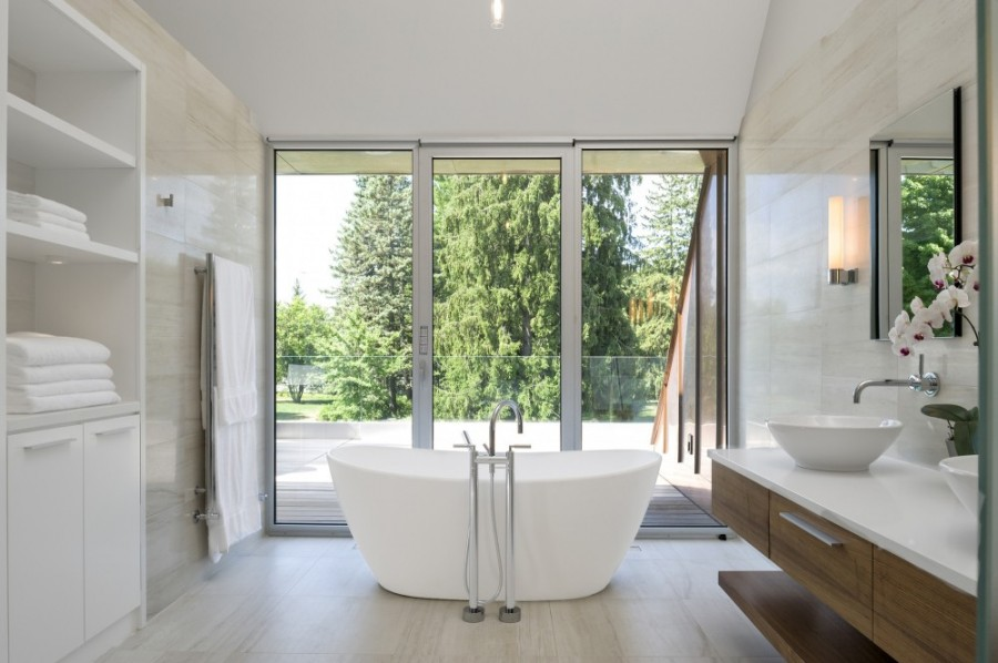 White-Bathroom-With-View