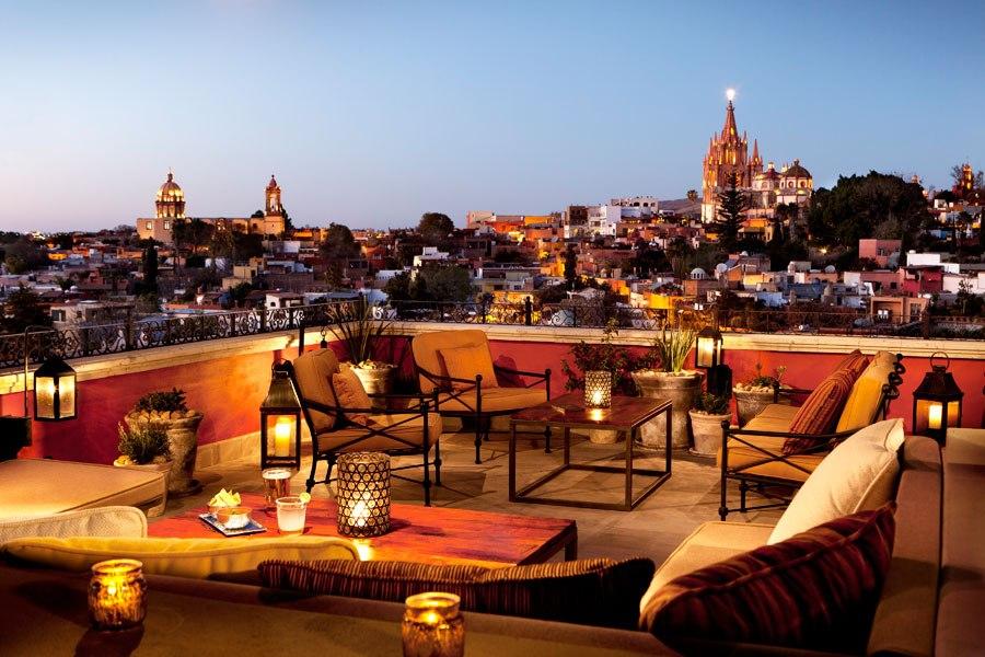 item2.rendition.slideshowWideHorizontal.rooftop-restaurants-bars-03-luna-rosewood