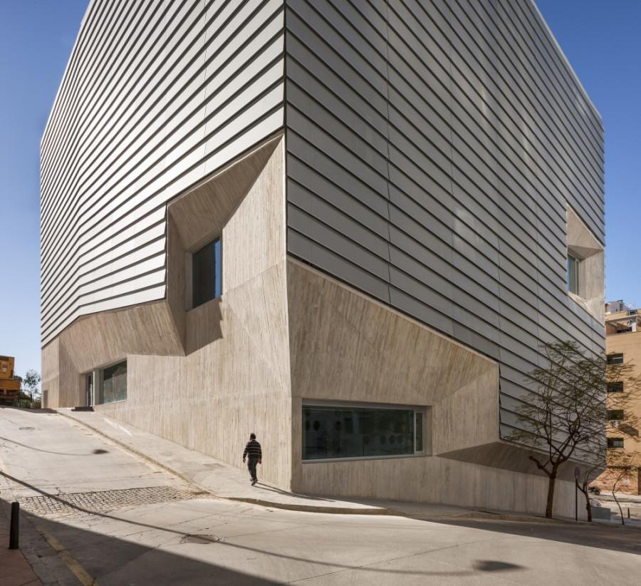 51c85f52b3fc4b9dc7000121_public-library-in-ceuta-paredes-pedrosa_-fernando_alda_7820_10-1000x914
