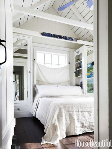 mirrored-closet-doors-white-bedroom-arched-ceiling-0712-dempster22-lgn