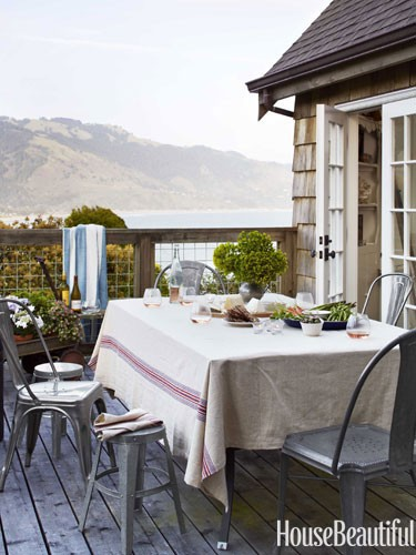 outdoor-dining-area-modern-metal-seating-0712-dempster24-lgn