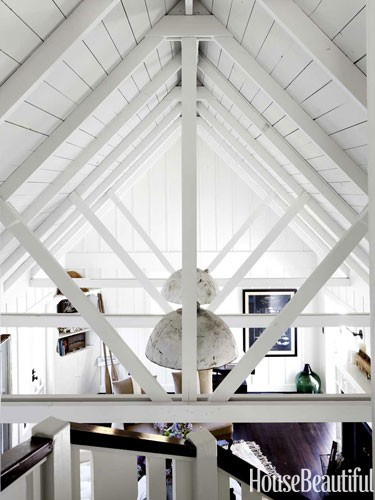 white-cottage-licing-room-cathedral-ceiling-0712-dempster15-lgn