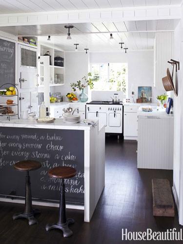 white-vintage-stove-blackboard-breakfast-bar-kitchen-0712dempster04-lgn