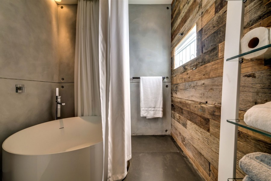 Tub-And-Earthy-Colours