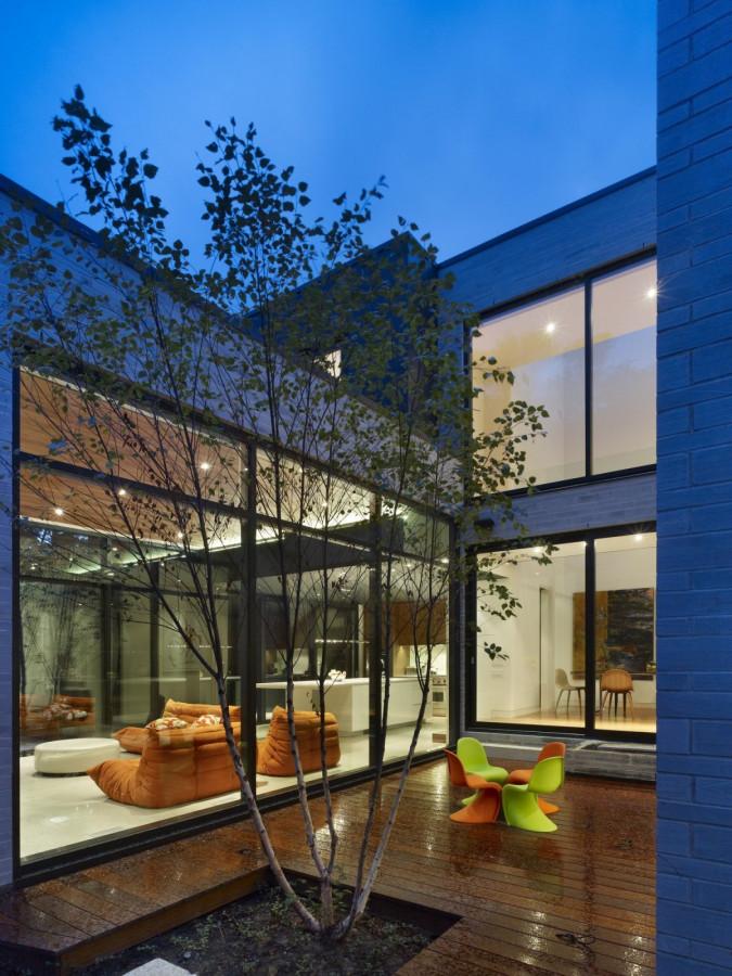 Enchanting-Cedarvale-Ravine-House-by-Drew-Mandel-Architects-3
