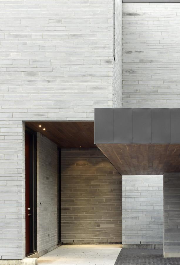 Enchanting-Cedarvale-Ravine-House-by-Drew-Mandel-Architects-15