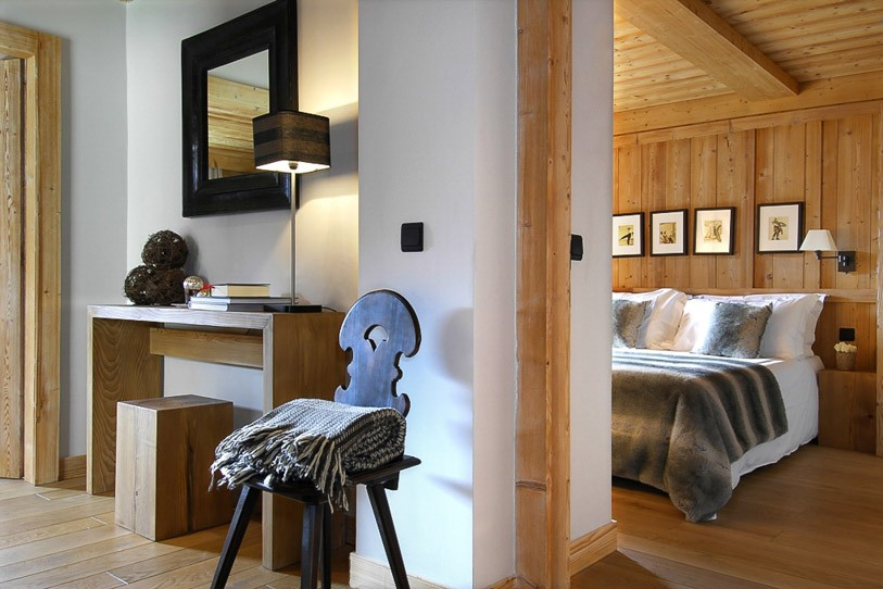 Chalet-Emma-bedrooms-draped-in-wood