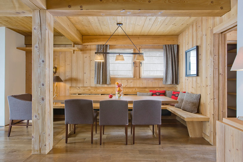 Dining-area-with-wooden-walls