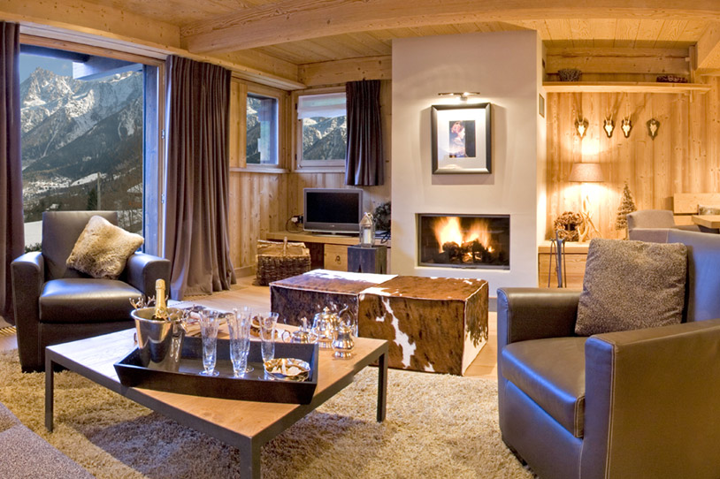 Fireplace-at-the-heart-of-the-living-room