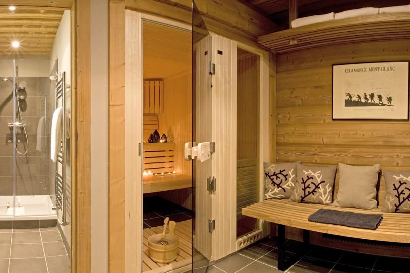 Sauna-with-glass-shower-area