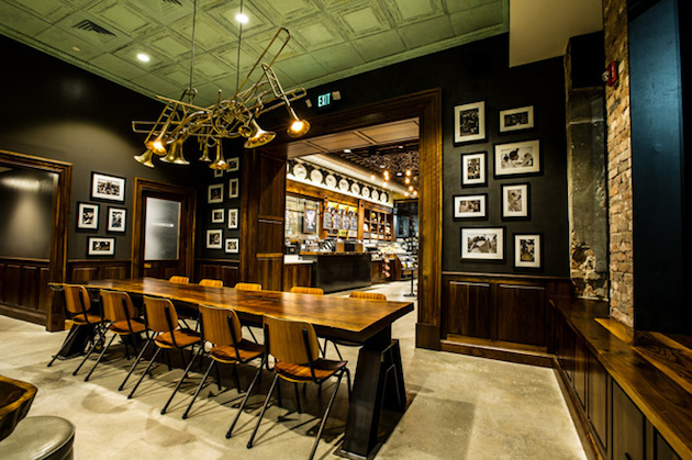Early-1900s-Inspired-Starbucks-in-New-Orleans-1
