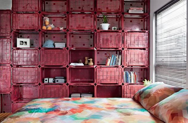 Small-Studio-Apartment-Divided-with-Plastic-Crates-4