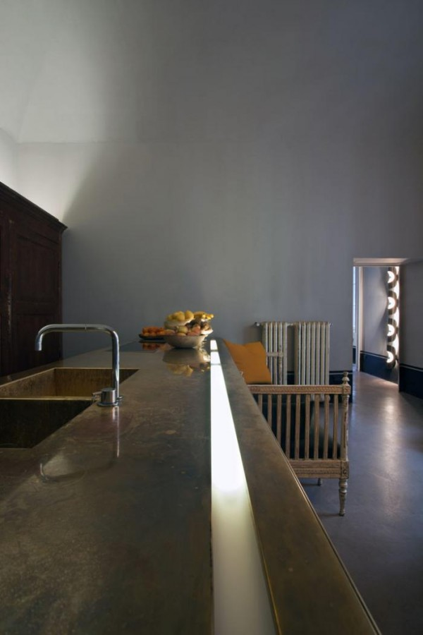 700_italian-apartment-with-long-kitchen-countertop
