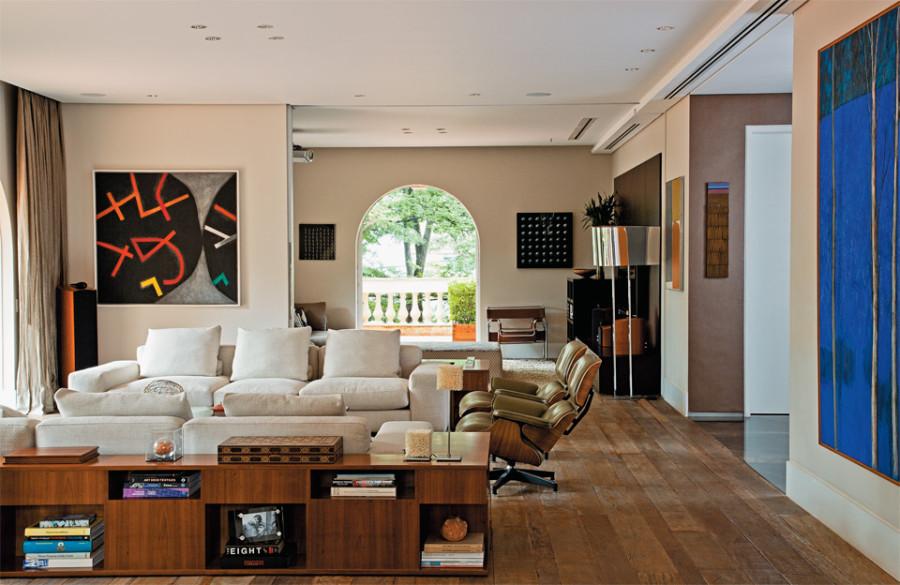 04-sala-apartamento-decorado-obras-de-arte-brasileiras