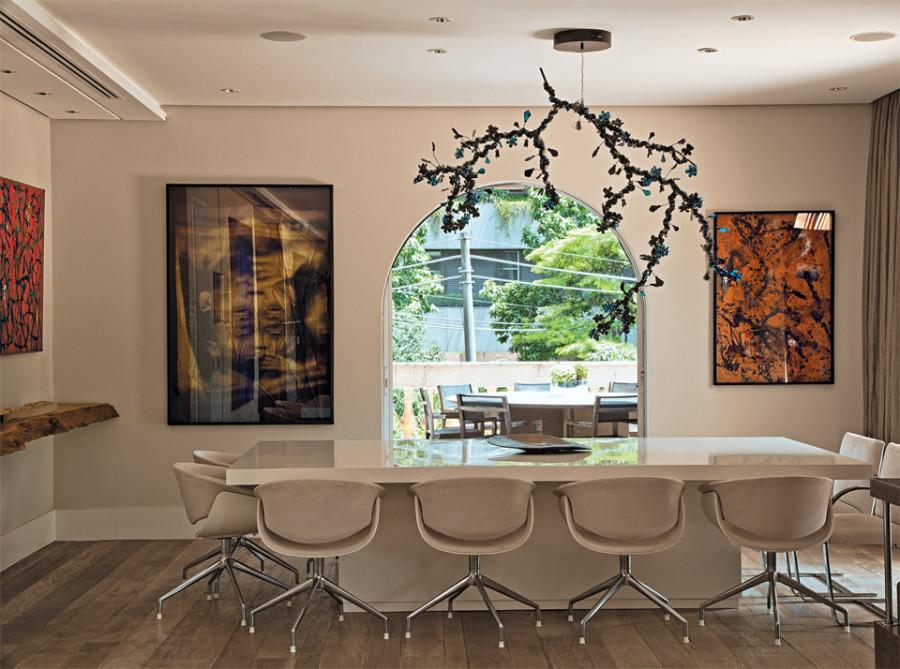 05-sala-apartamento-decorado-obras-de-arte-brasileiras