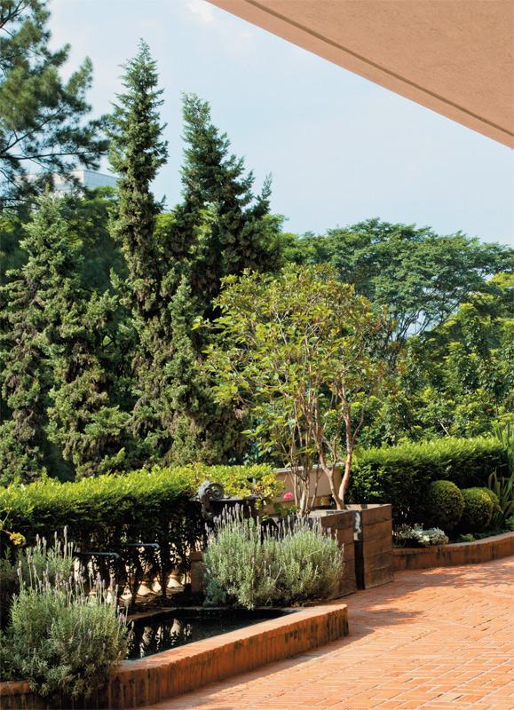 07-terraco-jardim-apartamento-decorado-obras-de-arte-brasileiras