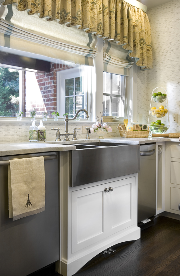 Leak-Kitchen-2_jpg_pagespeed_ce_v1XYykFE8y