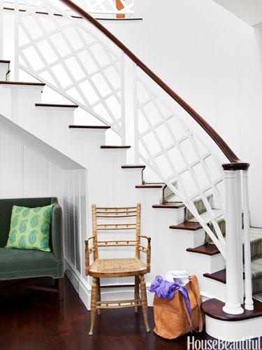 01-hbx-white-curved-staircase-dunham-0213-lgn