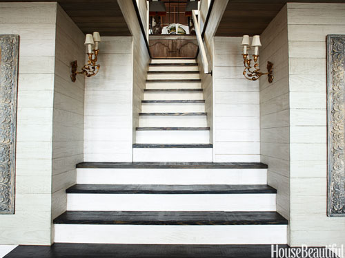 07-hbx-light-and-dark-wood-staircase-mcalpine-0410-lgn