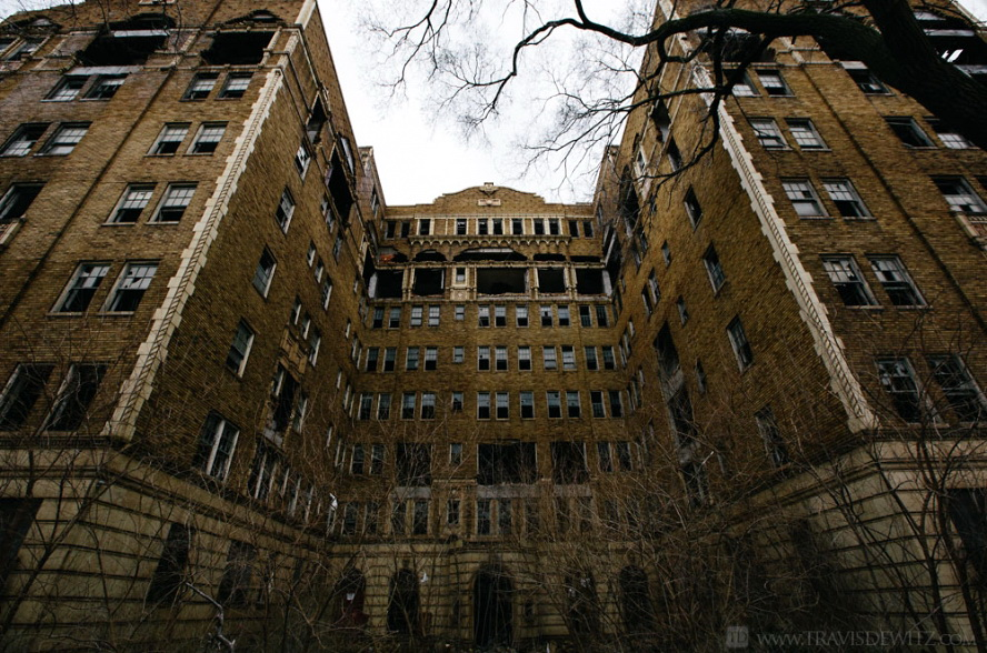 gary_abandoned_large_apartment_building_web(pp_w888_h588)