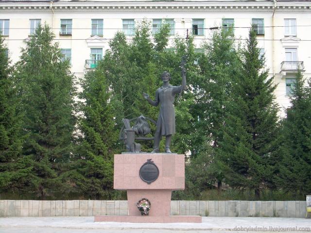 Памятник Бушуеву