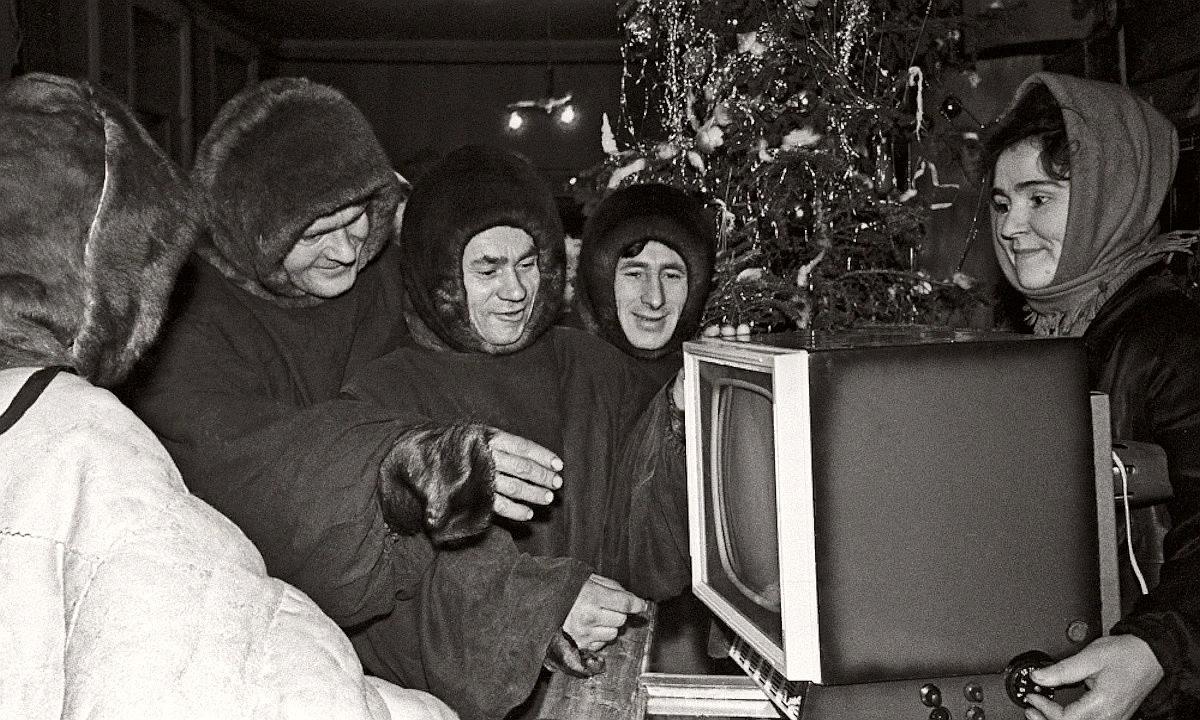 Покупка телевизора в канун Нового года, 1963