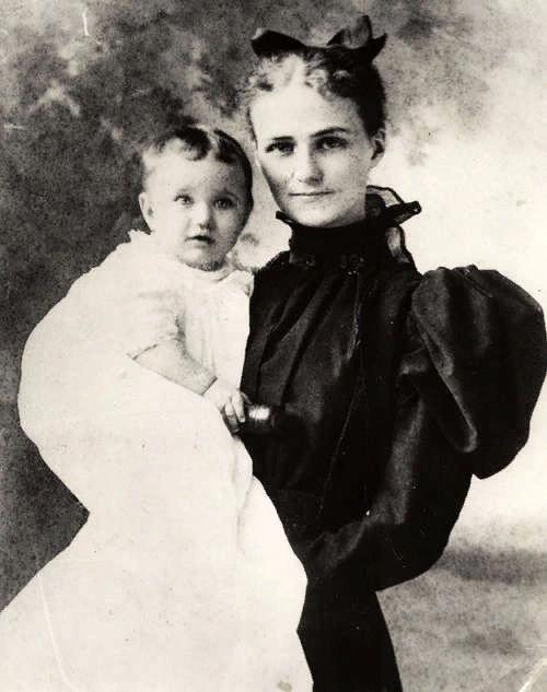 Уоллис с матерью. 1896 (?)
