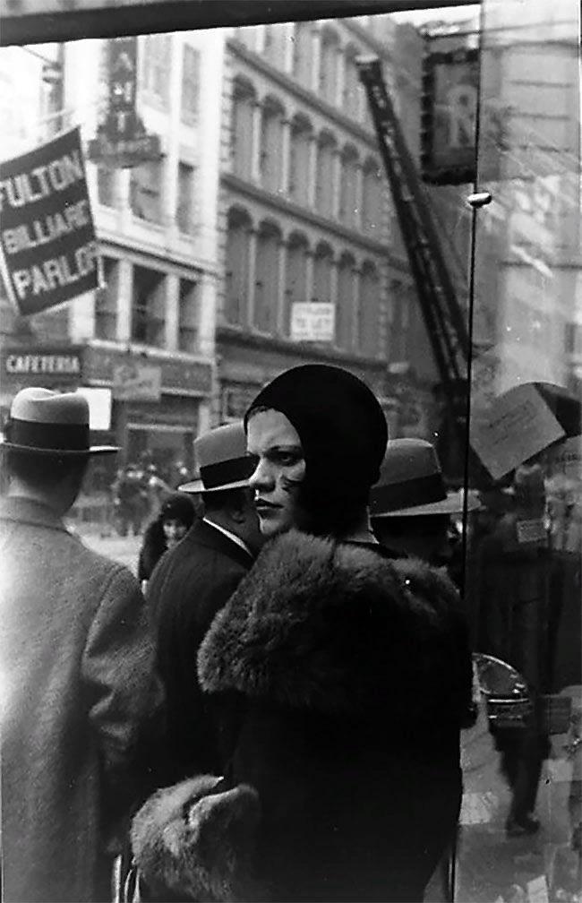 Уолкер Эванс. Девушка на Фултон-стрит, Нью-Йорк