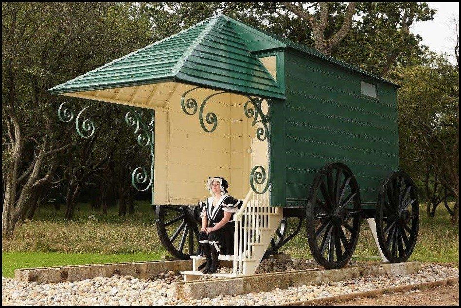 Купальная машина королевы Виктории, ныне хранящаяся в парке дворца Осборн-хаус.