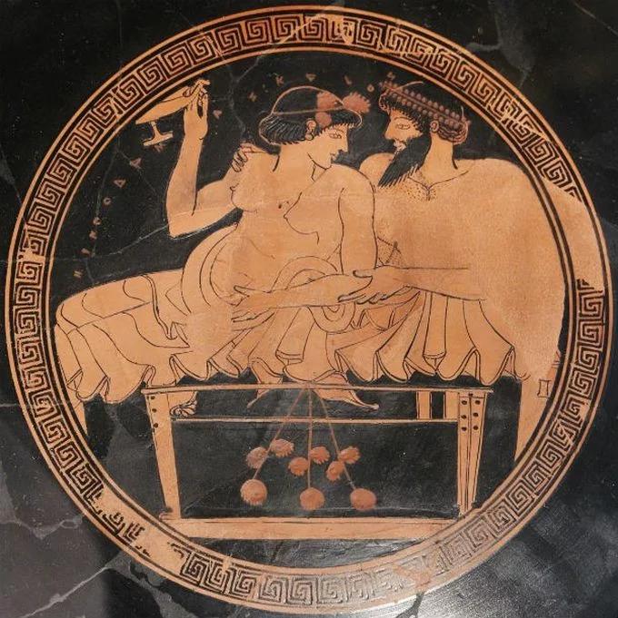 Гетера со своим клиентом. Древне-греческая керамика.