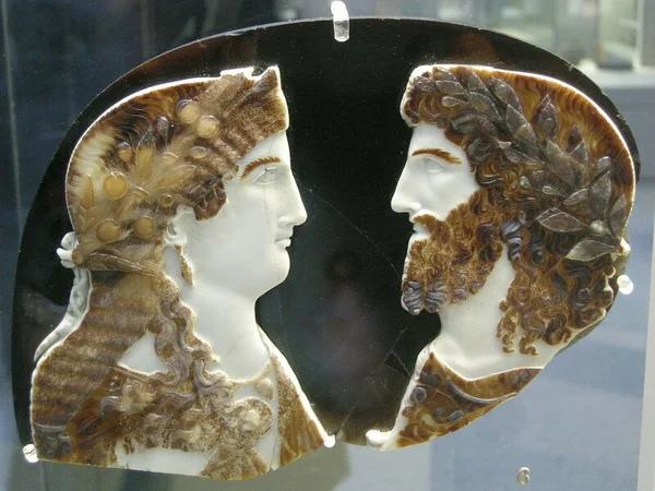 Зевс и Гера. Камея I в. н.э.
