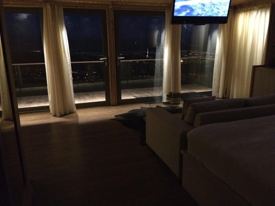 Вид со спальни на Тбилиси