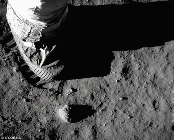 Neil Armstrong - footprint