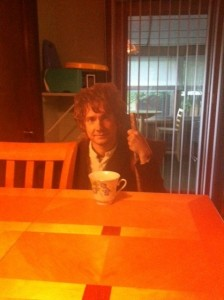 Bilbo drinks tea