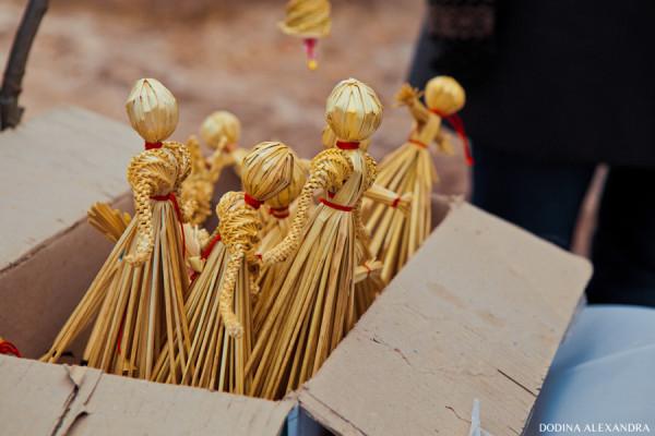 Соломенные куклы на ярмарке