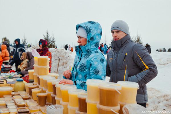 Мед на ярмарке в Лудорвае