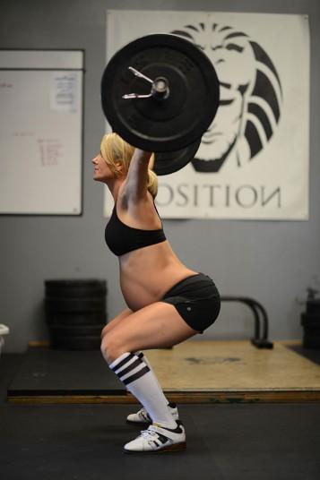 Pregnant_weightlif_2678099k