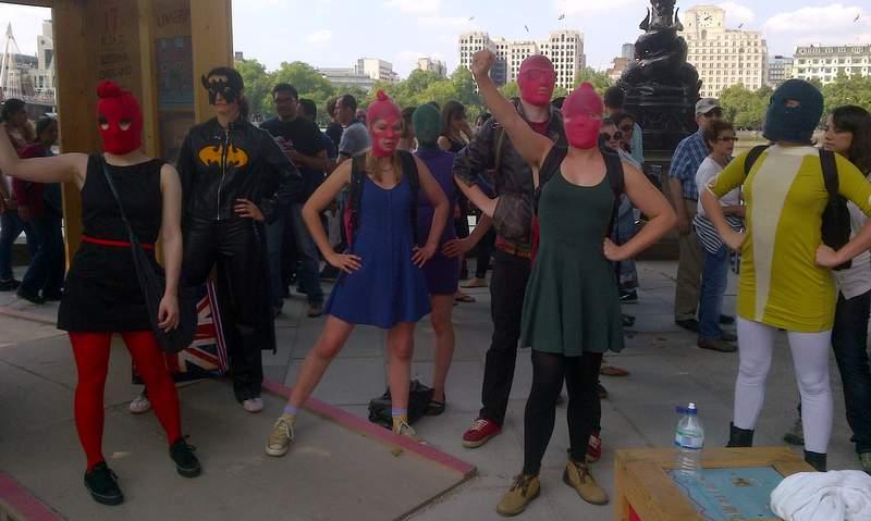 Флэшмоб в поддержку Pussy Riot