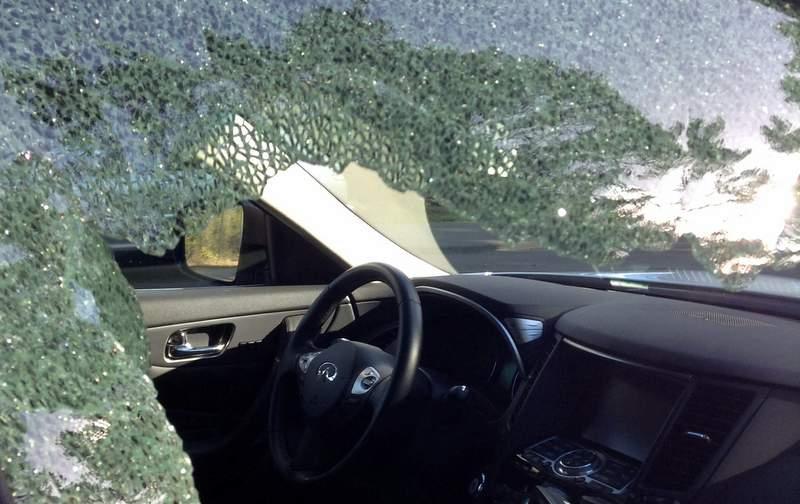 Разбитое окно в арендованном джипе