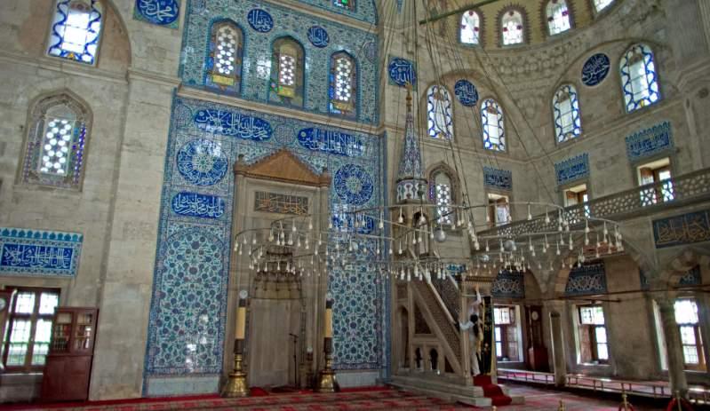 Внутренний вид мечети Соколлу Паши