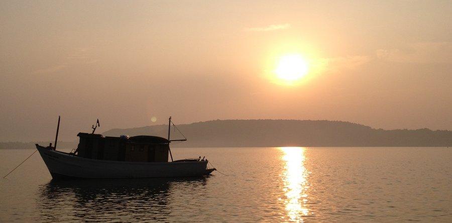 Рыбацкая лодка на реке Чапоре