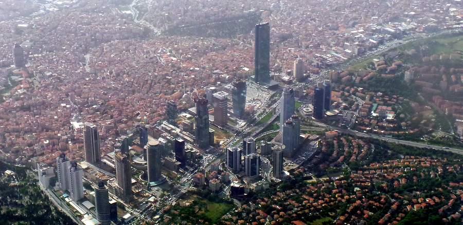 Небоскрёбы на севере европейского Стамбула, квартал Левент
