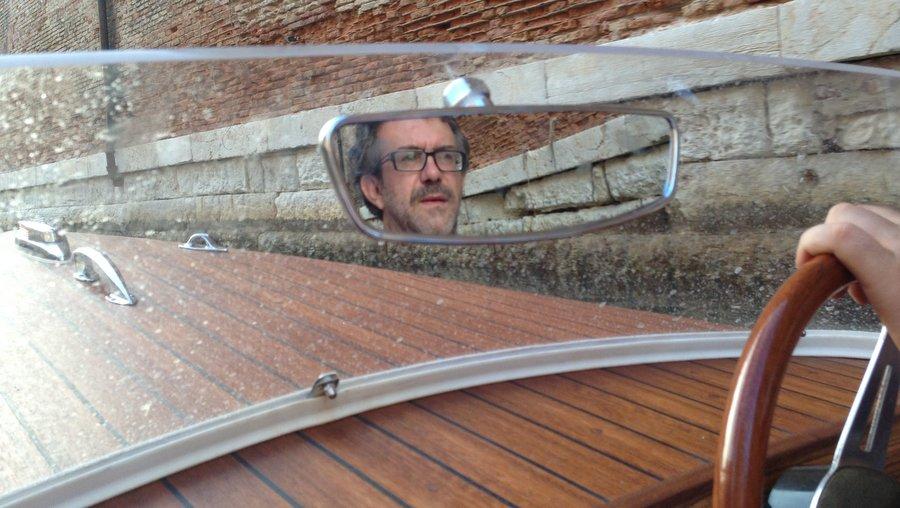 Арсен управляет двухместной лодкой