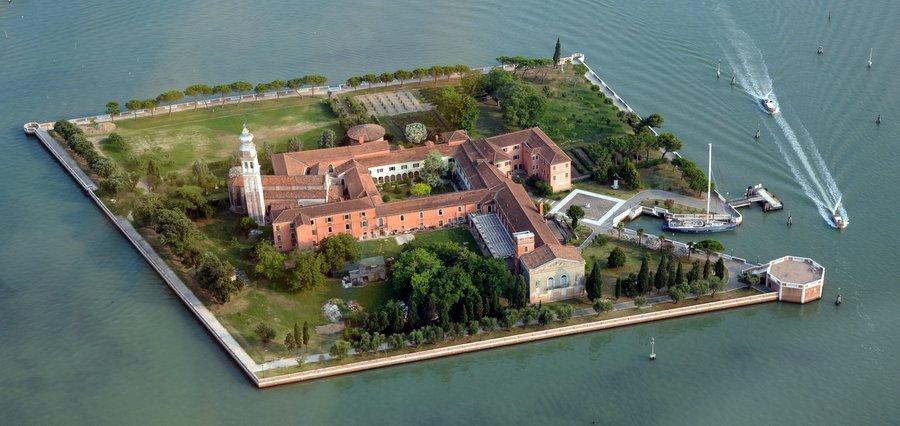 Армянский монастырь Святого Лазаря на одноимённом острове в Лагуне Венеции. Фото: Арсен Ревазов